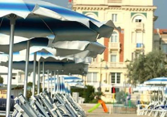Grand Hotel Cesenatico: Dalla spiaggia