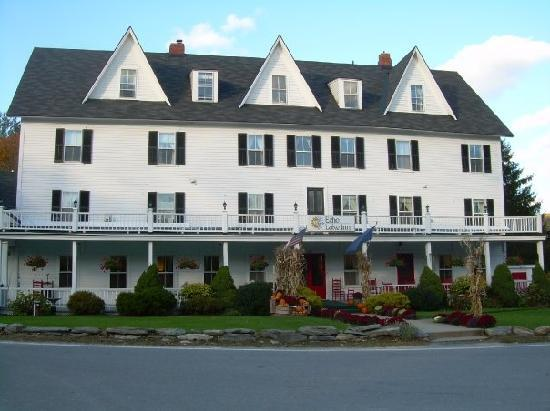 Echo Lake Inn: Front view of the Inn