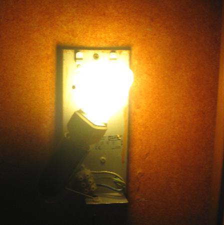Hotel Geremia: Lampenschirm fehlt