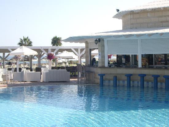 Marlita Beach Hotel Apartments: pool snack bar