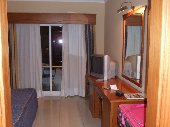 Velamar Budget Boutique Hotel: view for front door to balcony doors