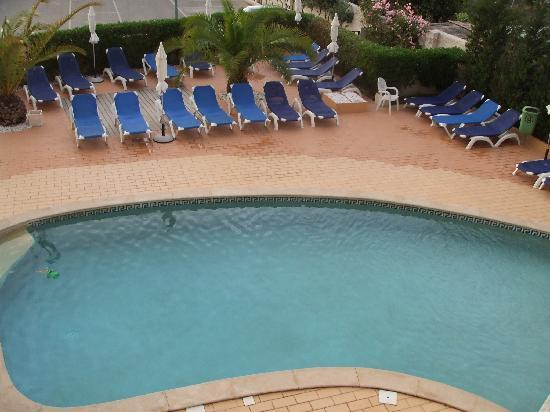 Velamar Budget Boutique Hotel: partial view of the small pool