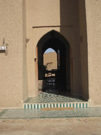 Dar Lola: Main door