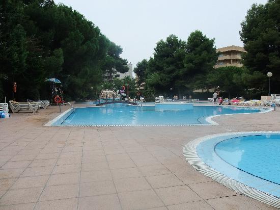 TUI Family Life Avenida Suites: Pool Areea 10.00 am