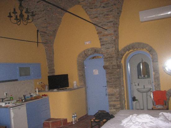 Pyrgi, اليونان: angolo cottura bagno soffitti altissimi