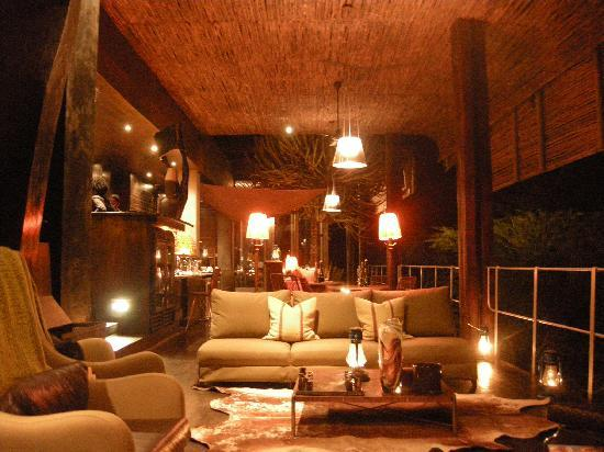 Singita Sweni Lodge: Sweni Lodge at night