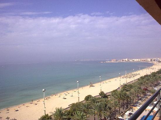 Apartamentos Pil-lari Playa: View from balcony