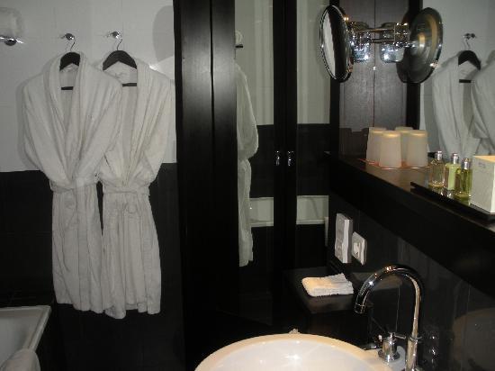 โซฟิเทลลิบอนลิเบอเดดโฮเตล: Une salle de bains bien équipée