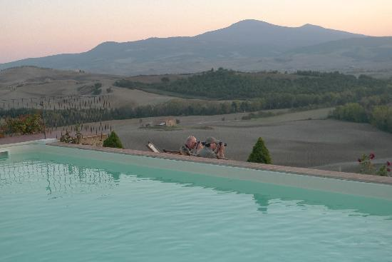Agriturismo Terrapille: taking pictures by the pool