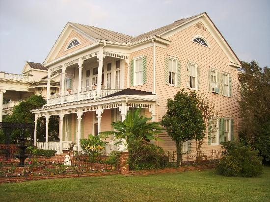 Riverside Bed and Breakfast: Great Big Home to enjoy!