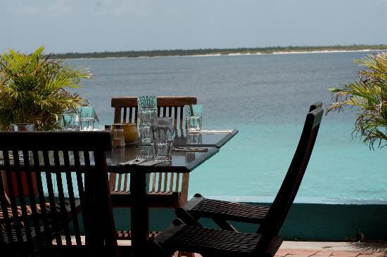 Coral Paradise Resort : Captain Don's restruant next door