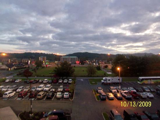 Holiday Inn Express Pigeon Forge/Dollywood: Nice view from our room's large windows.
