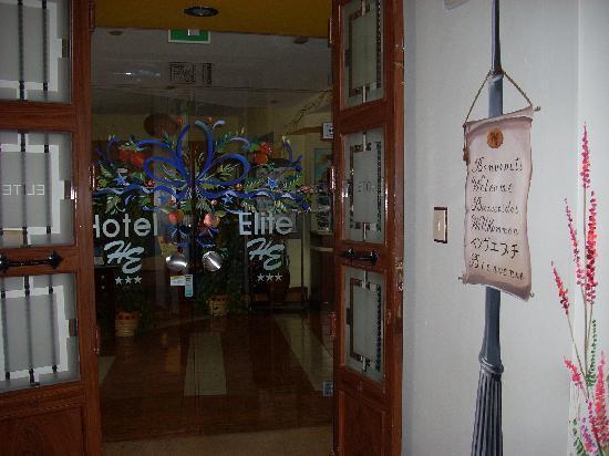 Entry to Hotel Elite on L5 #136 Via Mariano Stabilo
