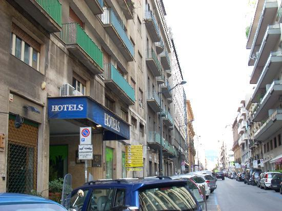 Hotel Elite - street frontage