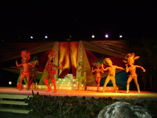 Decameron Galeon: shows nocturnos