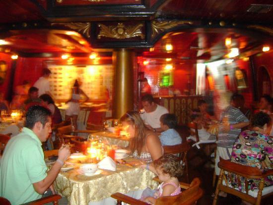 Decameron Galeon: dentro del restaurante rococo