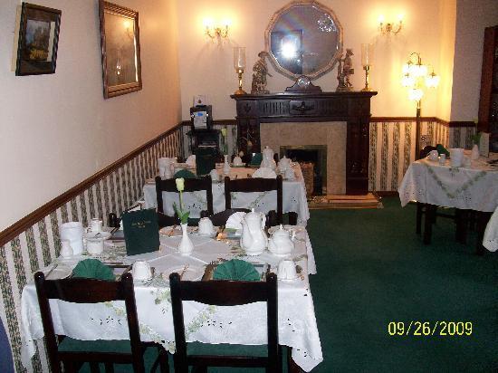 Bunratty Villa: Dining tables