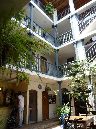 Hostal Dona Esther: Patio interno del hotel