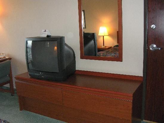 Siletz Bay Lodge: No flat screen?