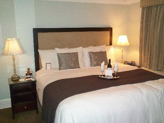 The Franklin: OUR BED Was HEAVENLY And The ANNIVERSARY Wishes Upon Our Arrival Made It X-Tra SPECIAL !!!