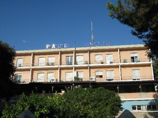 Park Hotel : Front of hotel