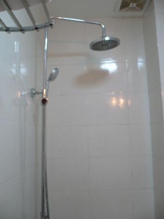 Hanoi Charming Hotel: bathroom