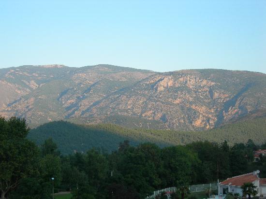 Hôtel Le Mas Fleuri: vue sur les montagnes de l'hôtel