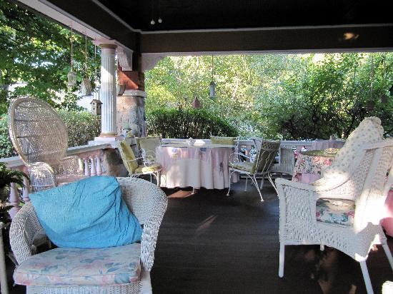 Under the Ginkgo Tree Bed and Breakfast: View on the balcony