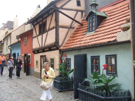 Residence Verona : Golden Lane.  Prague Castle