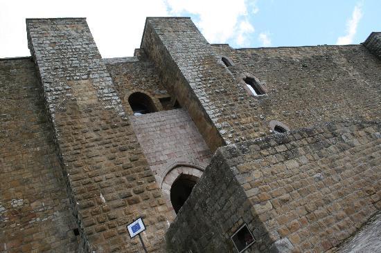 Авильяно, Италия: L'ingresso del Castello di Lagopesole