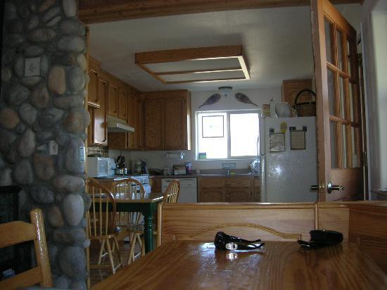 Yosemite Vacation Homes: kitchen