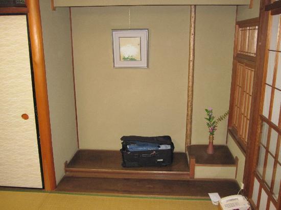 Traditional Kyoto Inn Serving Kyoto Cuisine IZUYASU: Room Alcove