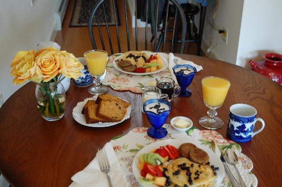 Belfast Bay Inn: Breakfast was as good as it looks.