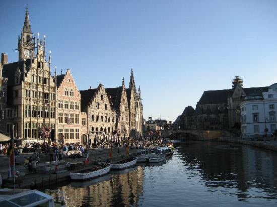 Ghent Marriott Hotel: river by the hotel