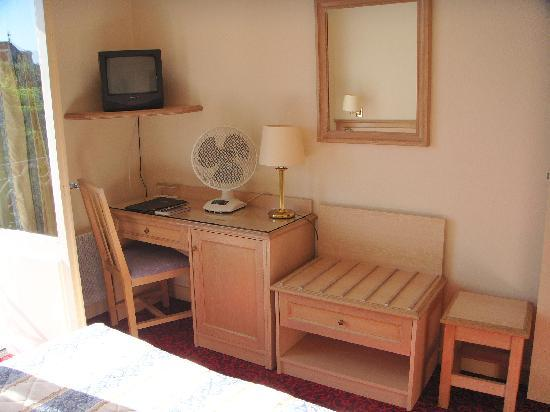 BEST WESTERN Hotel de France: Room 210 View 2