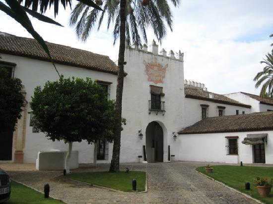 El Bulli Hotel - Hacienda Benazuza: L'entrée de l'hôtel