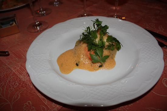 Bayerischer Hof: Lobster with shallot raviolis in saffron sauce