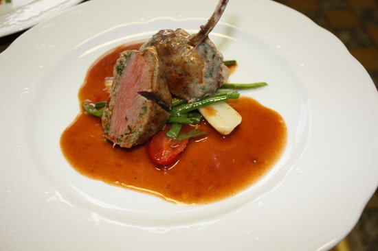Bayerischer Hof: Lamb chop with ground lamb  in red wine sauce