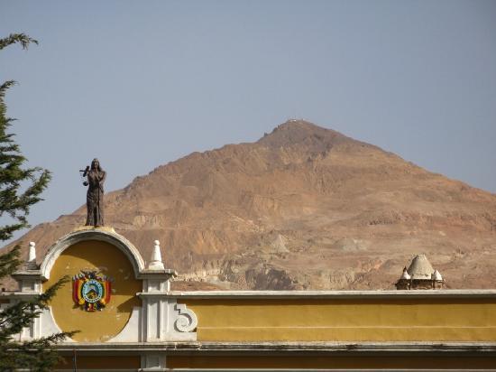 Hostal Las Tres Portadas: cerro rico
