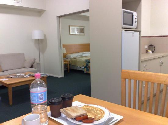 Best Western Northbridge Apartments: Breakfast delivered
