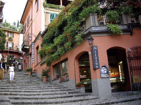 Villa La Colombina: Good shop for glass pendants