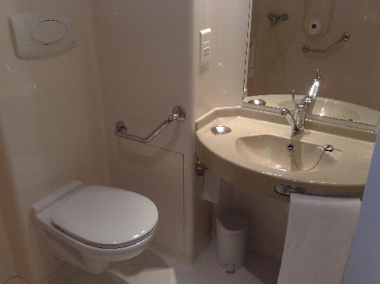Première Classe Nevers - Varennes Vauzelles : salle de bain, evier