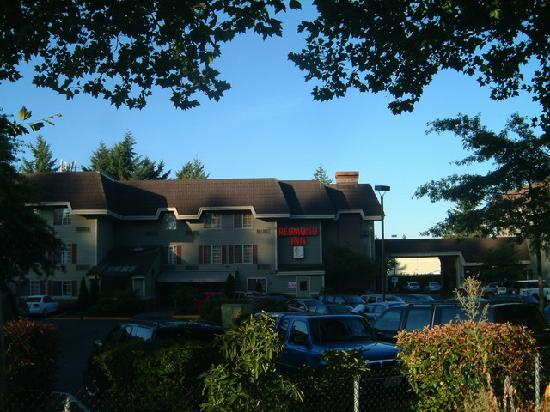 Redmond Inn: Hotel Building