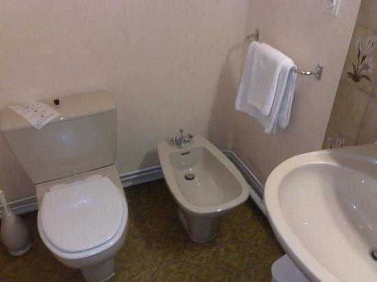 Nouvel Hotel : salle de bain vue 2