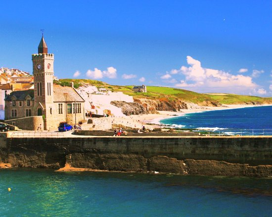The Old Smugglers Inn : Porthleven on a sunny day
