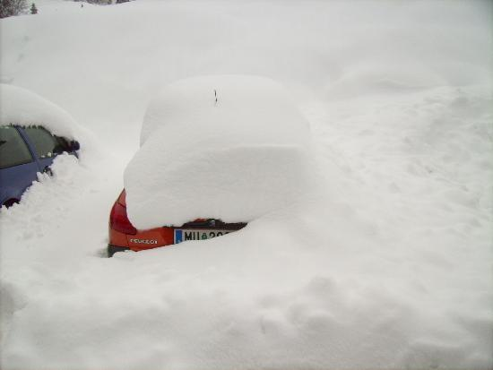 Hotel Turracherhof: Some car after the snow