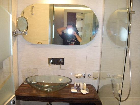 Hotel Lapad: Badezimmer, sehr modern