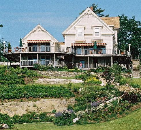 Moorings : Looking up the hill to The Barn, the Brackett and The Monhegan Apartments.