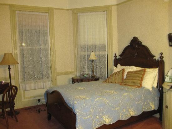 Hinds Victorian Guest House: room