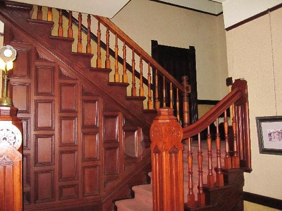 Hinds Victorian Guest House : beautiful staircase